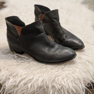 Seychelles Snare black leather ankle boots